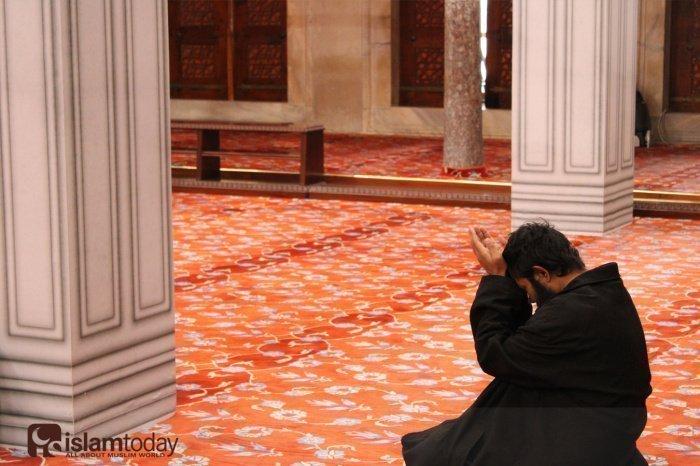 «Аллах не совершает несправедливости даже весом в пылинку, а если поступок окажется благим, то Он приумножит его и одарит от Себя великой наградой» (ан-Ниса, 40. Фото: unsplash.com).