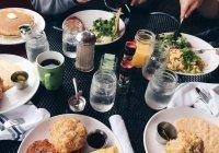 Диетолог рассказала, стоит ли пить во время еды