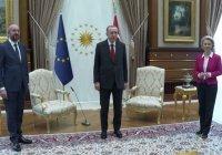 Главе Еврокомиссии выдали стул на встрече с Эрдоганом (Видео)