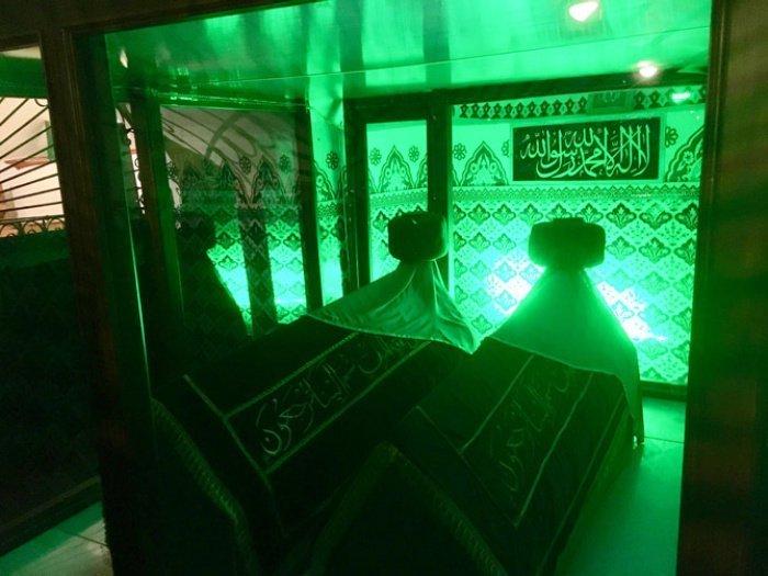 Могилы сахабов Амра ибн Аса (р.а.) и Вахба ибн Хусайры (р.а.) (Источник фото: google.com).