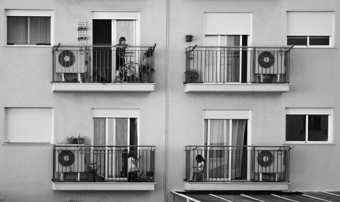 Каждая девятая семья жалуется на соседей (Фото: unsplash.com).