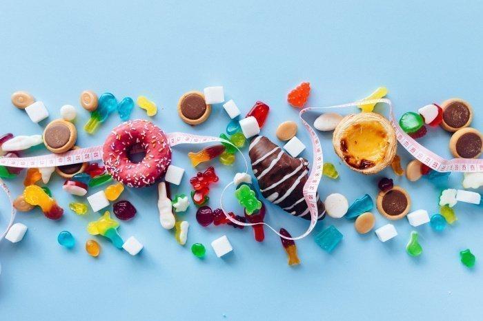 Быстрее толстеют те, кто во время еды отвлекается на внешние факторы (Фото: unsplash.com).