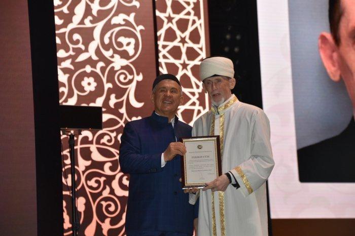Минниханов наградил муфтия Татарстана Камиля Самигуллина