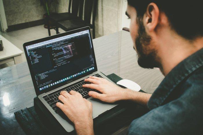 Профессионалу с трехлетним опытом работы предлагают до 350 тысяч рублей (Фото: unsplash.com).