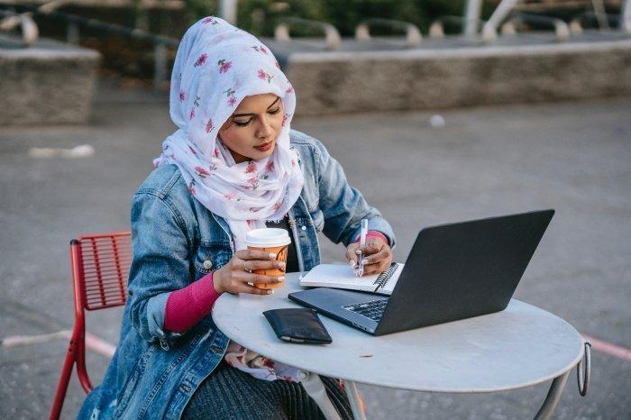 Россияне меняют ноутбук раз в четыре года (Фото: unsplash.com).