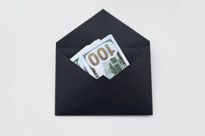 Чем выше заработок, тем в большей мере отвергается вариант получения денег в конвертах (Фото: unsplash.com).