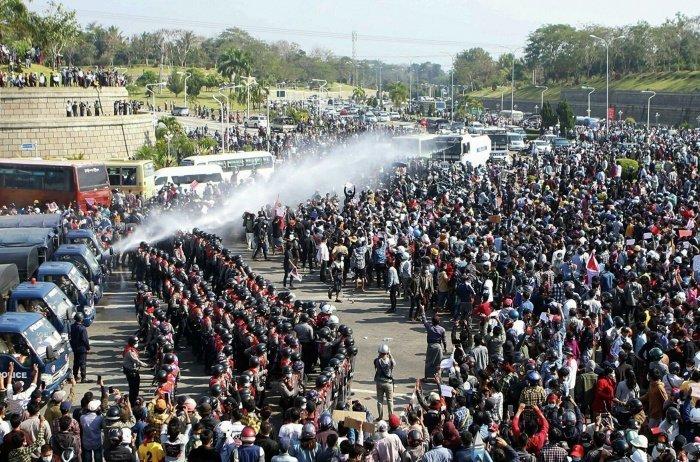 В Мьянме продолжаются протесты против военных властей. (Фото: yandex.ru).