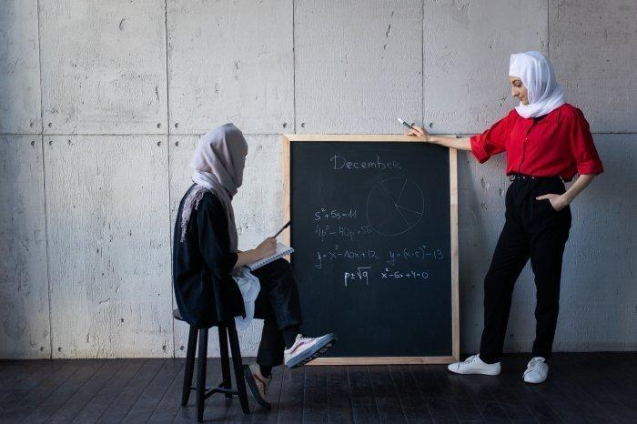 Наибольшей популярностью пользуются преподаватели по русскому и английскому языкам, алгебре и геометрии (Фото: unsplash.com).