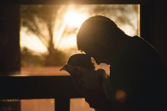 Сейчас мужчинам предоставляется краткий отпуск без оплаты (Фото: unsplash.com).