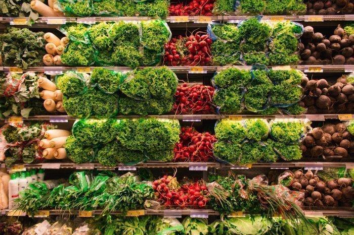 Женщинам следует употреблять побольше зелени (Фото: unsplash.com).