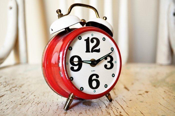 Причина проблем со сном связана в падении уровня сахара в крови (Фото: unsplash.com).