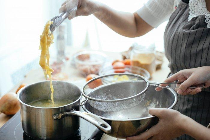 Горячая еда приводит к ожогам (Фото: pexels.com).