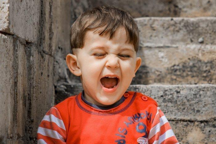 Пациенты с коронавирусом жалуются на осиплость голоса (Фото: pexels.com).