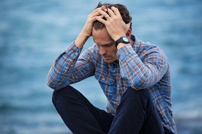 Беспокойство должны вызывать головная боль, возникающая при кашле( Фото: unsplash.com).
