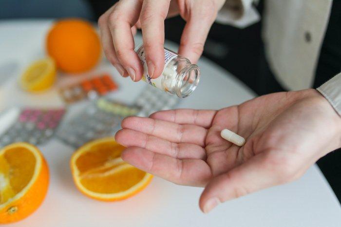Признаки передозировки появляются через несколько часов после приема лекарства (Фото: unsplash.com).