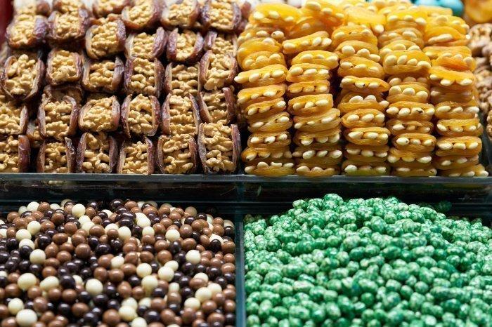 Стоит отказаться от конфет и сладких напитков (Фото: pexels.com).