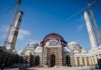 Опубликованы фото со стройки крупнейшей в Центральной Азии мечети