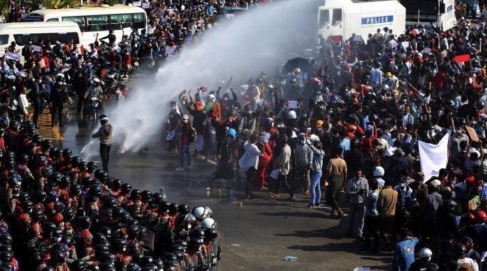 В Мьянме продолжаются протесты. (Фото: yandex.ru).