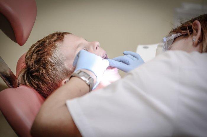 Фоторосодежащие препараты уместно давать до прорезывания молочных зубов (Фото: unsplash.com).