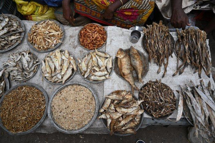 Cама рыба не вредит здоровью и фигуре (Фото: unsplash.com).