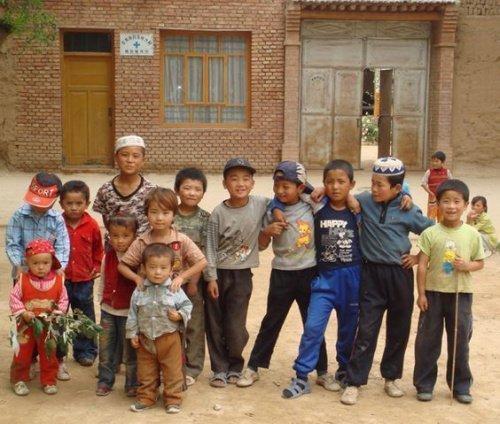 Саларские дети (Источник фото: google.com).