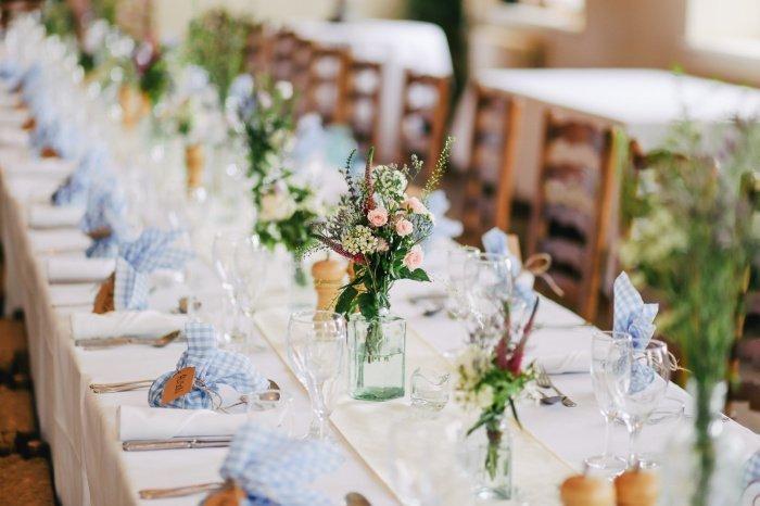 Красивую свадьбу можно организовать и без особых затрат (Фото: unsplash.com).