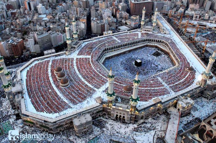 «…Люди обязаны перед Аллахом совершить хадж к Дому (Каабе), если они способны проделать этот путь…»(Фото: google.com).