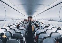 Стало известно, как можно получить бесплатный напиток на борту самолета
