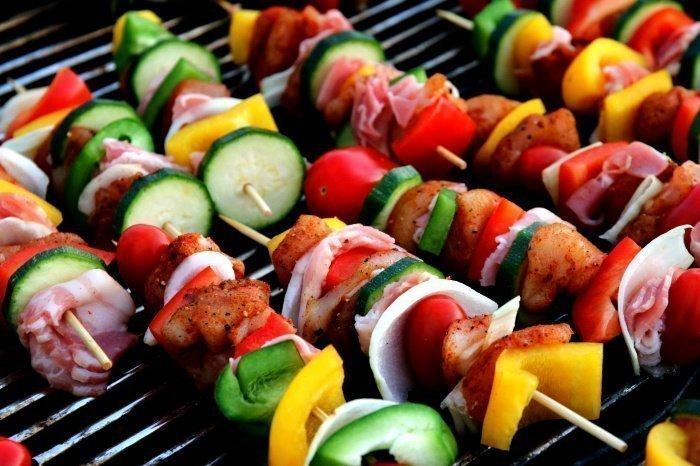 Одна порция готового шашлыка должна составлять не более 100-150 граммов (Фото: unsplash.com).