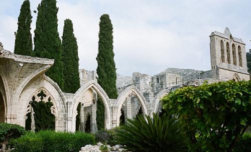 Галерея из стрельчатых арок (Источник фото: commons.wikimedia.org).