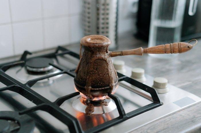 Благотворно на организм влияет только 70 миллилитров бодрящего напитка в день (Фото: unsplash.com).