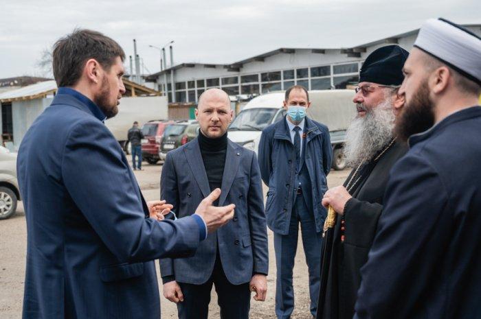 Муфтий и Митрополит посетили казанский приют для бездомных (Фото)