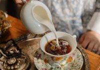 Диетолог оценила риск возникновения опухоли из-за чая с молоком