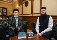 Муфтий встретился с ветераном ВОВ и имамом мечети «Хэтер» Харисом Салихзяном