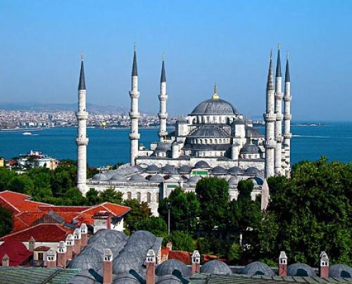 Вид на Мечеть Султан Ахмад (Голубая мечеть) (Источник фото: sultanahmetcamii.org).