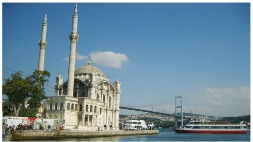 Мечеть Йени Абдулмеджид (Büyük Mecidiye) постр. в 1853 (Источник фото: raillynews.com).