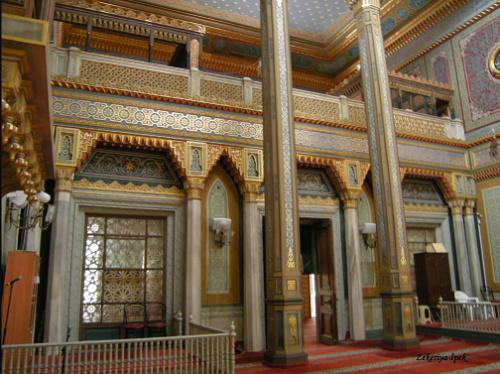 Внутреннее убранство Мечети Йылдыз (Источник фото: zekeriyaipek.blogspot.com)