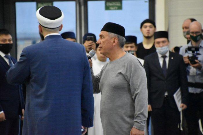 Минниханов объявил минуту молчания в память о жертвах нападения в казанской школе