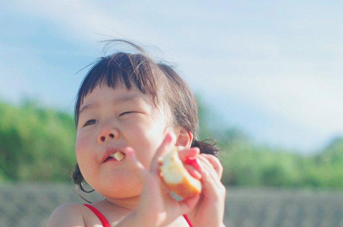 Медик не рекомендует есть пищу в одиночку (Фото: unsplash.com).