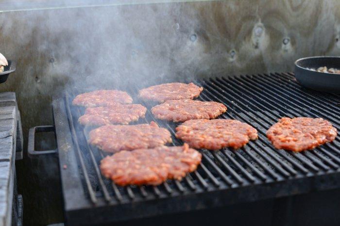 Cамый правильный способ переработки мяса – измельчание (Фото: unsplash.com).