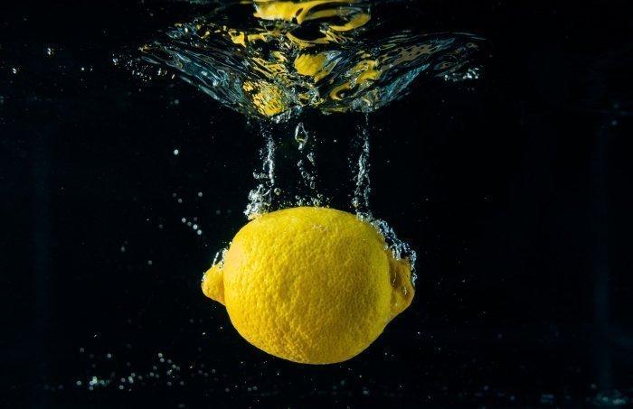 Напиток минимизирует риск образования камней в почках (Фото: unsplash.com).