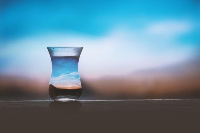 Людям с хроническими заболеваниями нужно следить за водным балансом (Фото: pexels.com).