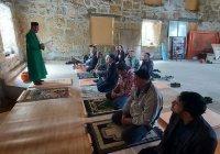 В Крыму в мечети XVII века впервые почти за 100 лет прошел пятничный намаз