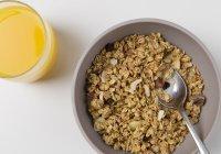 Диетологи предупредили о неочевидной опасности сухих завтраков
