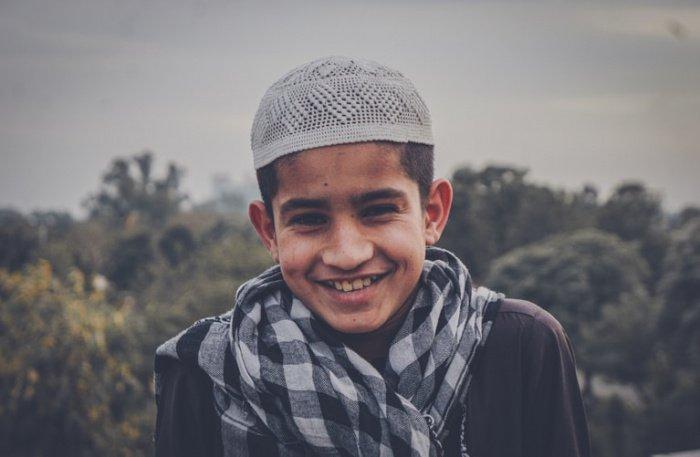 «Тот, кто верит в Аллаха и день суда, должен говорить благое или молчать» (Фото: unsplash.com).