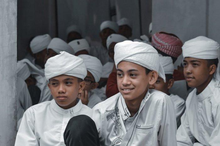 «Смех в мечети – это тьма в могиле» (Дайлями) (Фото: unsplash.com).
