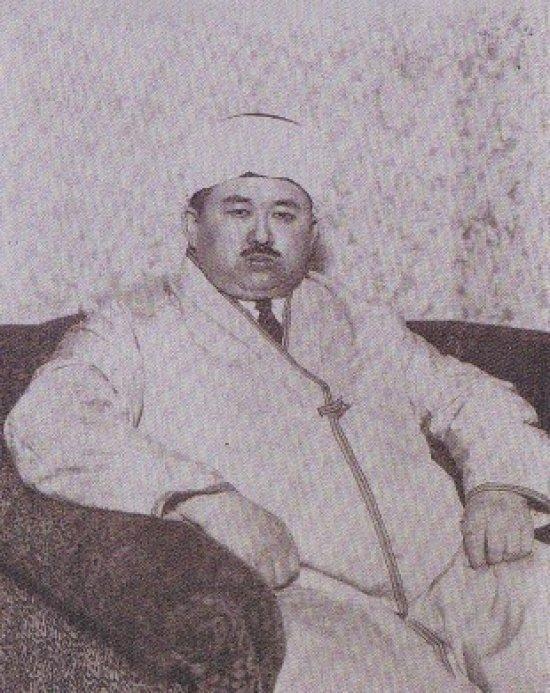Лидер тюрко-татарской общины в Токио Габдулхай хазрат Курбангалиев.