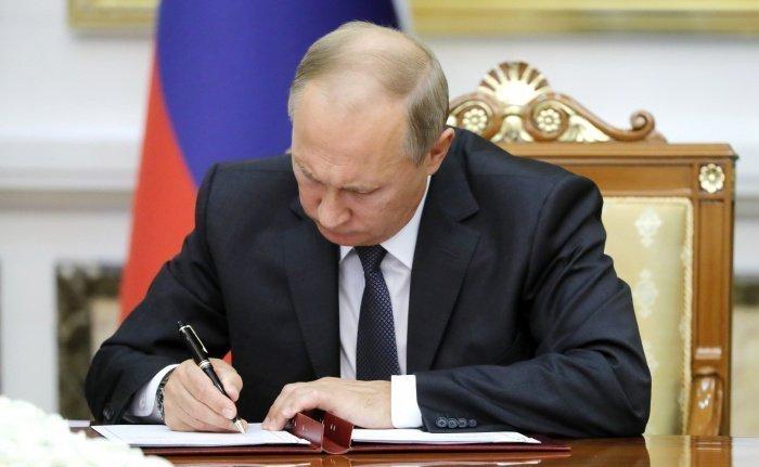 Путин подписал закон, запрещающий причастным к экстремизму участвовать в  выборах