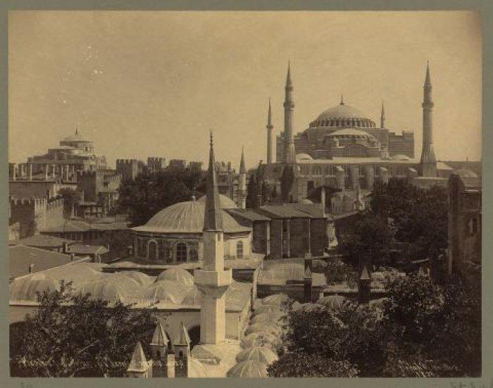 Султан Мехмед II пожертвовал значительную часть своей казны фонду мечети (Фото: moystambul.ru).