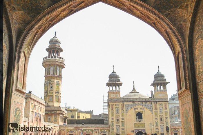Виртуальная прогулка по мечети Вазир-хана (Все фото: sacredfootsteps.org).